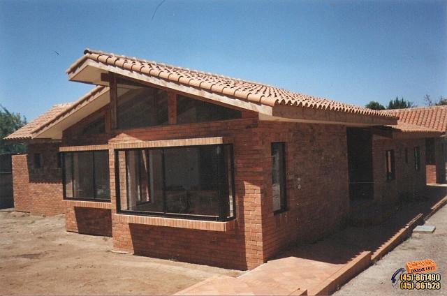 Fabrica de ladrillos y tejas traiguen for Casas de ladrillo visto fotos